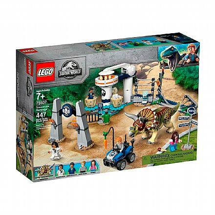 Brinquedo - LEGO Jurassic World - Fúria do Triceratops - 75937
