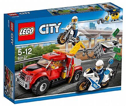 LEGO City - Caminhão Reboque em Dificuldades - 60137